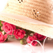 Composition with pink miniature roses and hat — Stock Photo