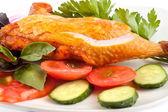 Geräucherte Hühnerkeule mit Gemüse — Stockfoto