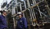 Petróleo, gas, combustible y trabajadores — Foto de Stock