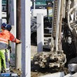 Building workers and heavy machinery — Stock Photo