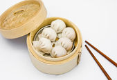Steamed shrimp dumplings dim sum — Stock Photo