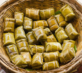 Glutinous rice steamed in banana leaf — Stock Photo