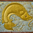 Fish carve gold paint — Stock Photo