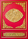 Golden dragon decorated on red wood wall,chinese style in thai t — Foto Stock