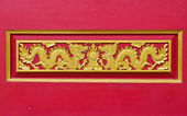 Golden dragon decorated on red wood wall,chinese style in thai t — Stockfoto