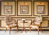 Klasik tarzı vintage ahşap sandalye — Stok fotoğraf