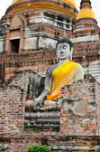 Old Buddha statue in temple — Stock fotografie