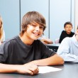 tieners in school — Stockfoto