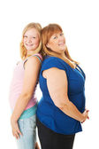 Tonåring dotter är längre än mamma — Stockfoto