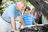 Father Teaching Son Auto Repair — Foto de Stock