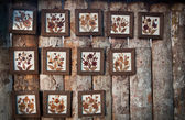 Fleur sèche sur cadre en bois — Photo
