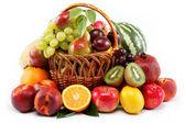 świeże owoce na białym tle na białym tle. zbiór różnych fr — Zdjęcie stockowe