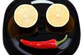 Frisches obst und red hot chili pepper, isoliert auf einem weißen backg — Stockfoto