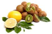 Färsk frukt. kiwi och citron isolerad på en vit bakgrund. — Stockfoto