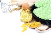 Leveranser och ingredienser för bakning eller att göra pasta på vita bac — Stockfoto
