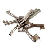 Stare klucze na białym tle. — Zdjęcie stockowe