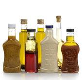 Aderezos para ensaladas y aceite de oliva — Foto de Stock