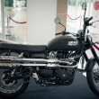 BANGKOK - SEPTEMBER 22: Triumph scrambler on display at the Prom — Stock Photo