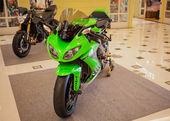 BANGKOK - SEPTEMBER 22: Kawasaki ZX-10R on display at the Promen — Stok fotoğraf