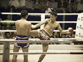 BANGKOK, THAILAND- OCTOBER 04 : Unidentified boxers compete in Thai Fight: Muay Thai Charity on October 04, 2012 at Rajadamnern Stadium in Bangkok, Thailand — Stock fotografie