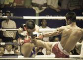 BANGKOK, THAILAND- OCTOBER 04 : Unidentified boxers compete in T — Zdjęcie stockowe