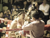 BANGKOK, THAILAND- OCTOBER 04 : Unidentified boxers compete in T — Foto de Stock
