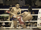 BANGKOK, THAILAND- OCTOBER 04 : Unidentified boxers compete in T — ストック写真