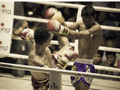 BANGKOK, THAILAND- OCTOBER 04 : Unidentified boxers compete in T — 图库照片