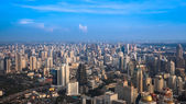 BANGKOK, THAILAND - NOVEMBER 09: Cityscape with the traffic on N — Stock fotografie