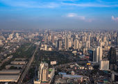 BANGKOK, THAILAND - NOVEMBER 09: Cityscape with the traffic on N — 图库照片
