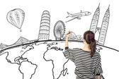 Mujer asiática dibujar o escribir el sueño de viajar alrededor del mundo — Foto de Stock