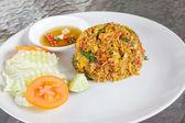 Thailand traditionele gerechten, gebakken rijst met chili en garnalen — Stockfoto