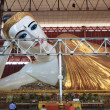The giant reclining Buddha at Chaukhtatgyi temple in Yangon, Mya — Stock Photo