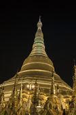 Pagode shwedagon em rangum, birmânia (myanmar) à noite — Fotografia Stock