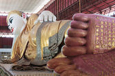 Footprint of giant reclining Buddha at Chaukhtatgyi temple in Ya — Stock Photo