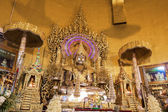 "Buddha statue,made from gold in ""Kaba Aye"" pagoda in Yangon, Bur — 图库照片"