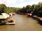 Bird eye view raft river Kwai and mountain from the bridge in Sai Yok National Park , Kanjanaburi — Stockfoto