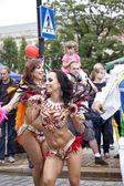 Varsóvia, 26 de agosto, 2012-carnaval dançarinos e músicos no desfile de rua multicultural de varsóvia — Fotografia Stock