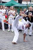Varšava, august 26, 2012,-capoeira na multikulturní průvod ulicemi varšavy — Stock fotografie