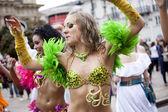 Varsóvia, polônia, 26 de agosto: dançarina de carnaval não identificado no desfile no desfile de rua multicultural de varsóvia em 26 de agosto, 2012 em varsóvia, polónia. — Foto Stock