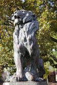 Odessa, ukraina - 4 listopada: pomnik lwa polować w parku miejskim na 4 listopada 2012 roku w odessie, ukraina. — Foto Stock