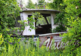 Old fishing boat parked in the woods — ストック写真