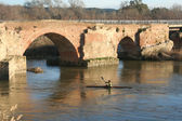 Roman Bridge with canoeists — Foto Stock