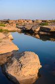 Damm i sampanbok, i mekongfloden — Stockfoto