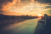 Estrada e céu no pôr do sol — Foto Stock