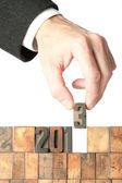Año de construcción de mano de hombre de negocios 2013 — Foto de Stock