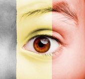 Menina com bandeira flamenga pintada — Foto Stock