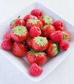 Strawberries, raspberries — Stock Photo