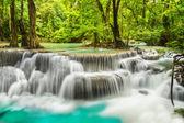 Erawan cascade dans la province de kanchanaburi — Photo