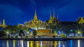Grand palace på kvällen i bangkok — Stockfoto
